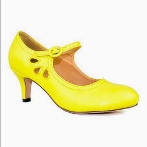 Chase & Chloe yellow high heels shoes size 11